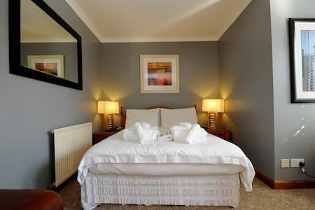 Standard Double En-Suite Bedroom - Bed & Breakfast