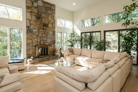 An Oasis in Armonk - Light-filled Contemporary - Armonk - Casa