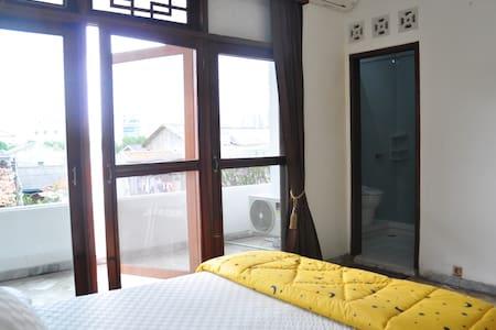 Spacious room in West Jakarta - Ev