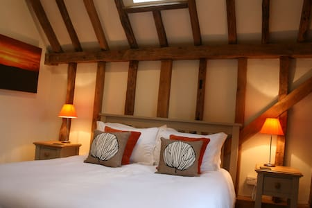 The Oak Room, Whitehill Barn - Welwyn - Bed & Breakfast