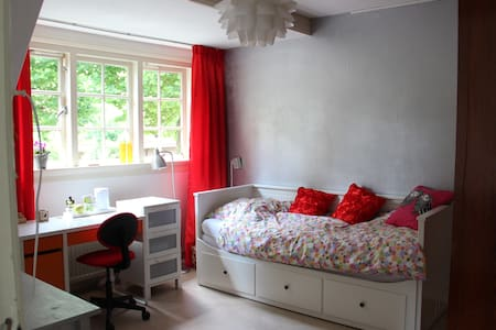 Charming bedroom close to Amsterdam and Schiphol - Haus