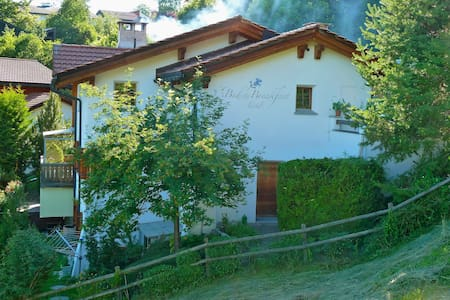 B&B La Val Zimmer --Lavendel-- - Trin - Bed & Breakfast