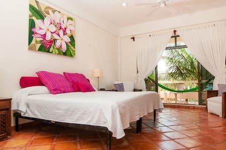 Casa Caribe, Piña Room, upper level - Puerto Morelos - Bed & Breakfast