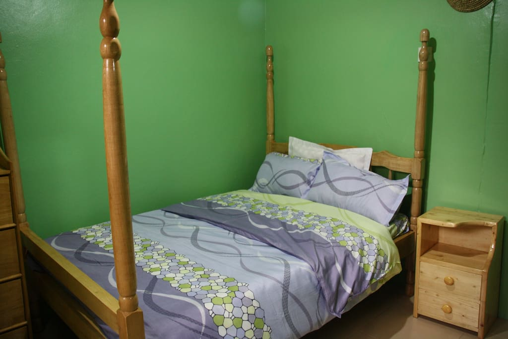 Elephant room-standard room with double sized bed,chest of drawers,reading desk,chair, WiFi access ,private bathroom!