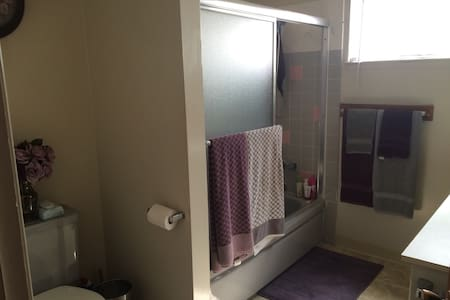 Private Bedroom Shared Bathroom - Hayward - Appartement