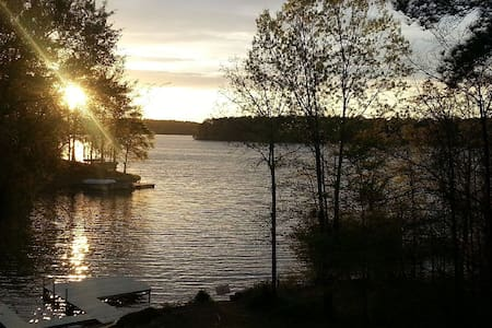 Lake Home with Amazing Sunsets - Eatonton