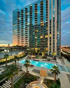 Big luxurious apartment, midtown