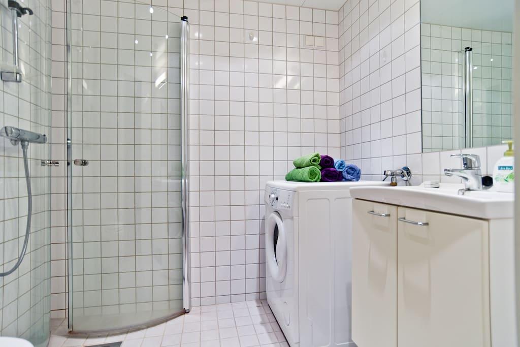 Modern and clean bathroom, heated floor (good in cold Norway).