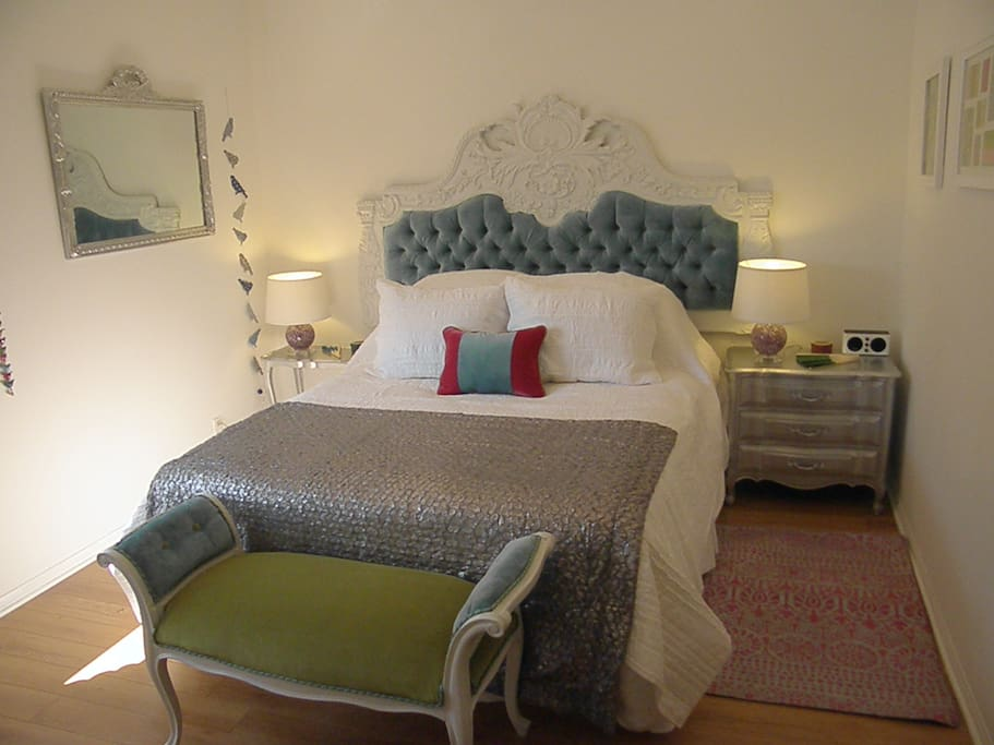 a great antiq best that was restored with love and care. comfortable Egyptian cotton linens, cozy and sparkling clean !