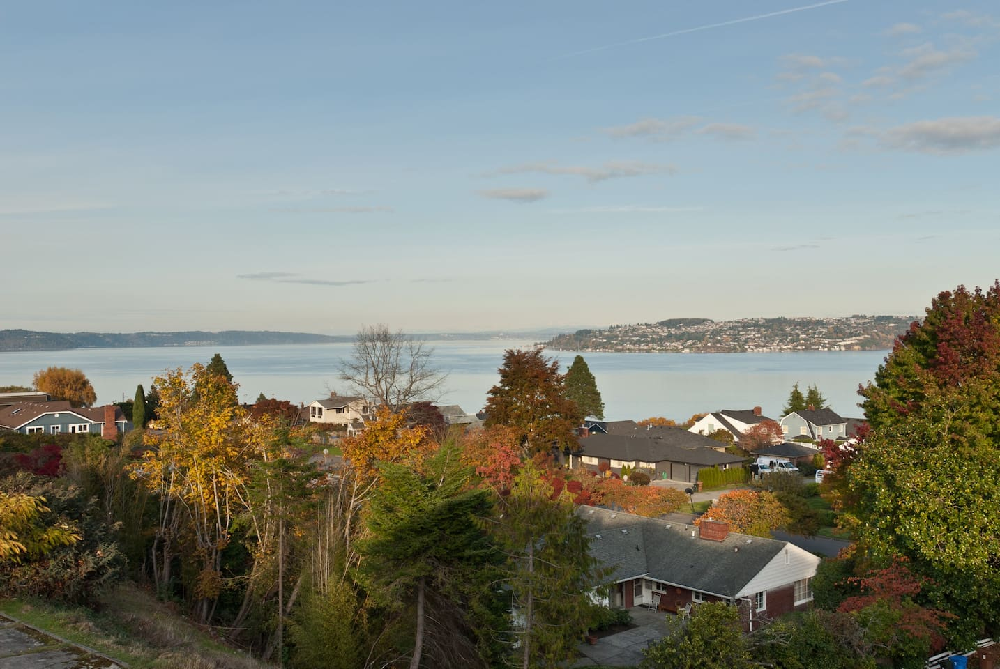 Panoramic views of Commencment Bay, Browns Point, Vashon Island, Mt Rainer and much more...