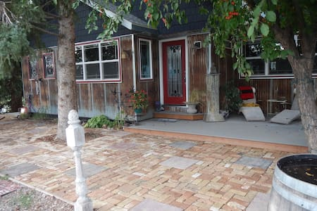 Cozy 2 BD Centrally Located: Hottub - Gallatin Gateway
