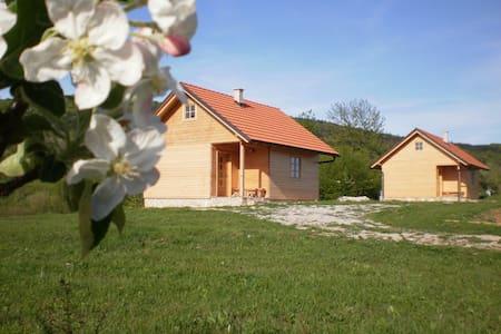 Wooden houses Eko Klanac - Hus