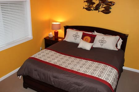 King bed, mountain view, private,420 hot tub, pets - Ház