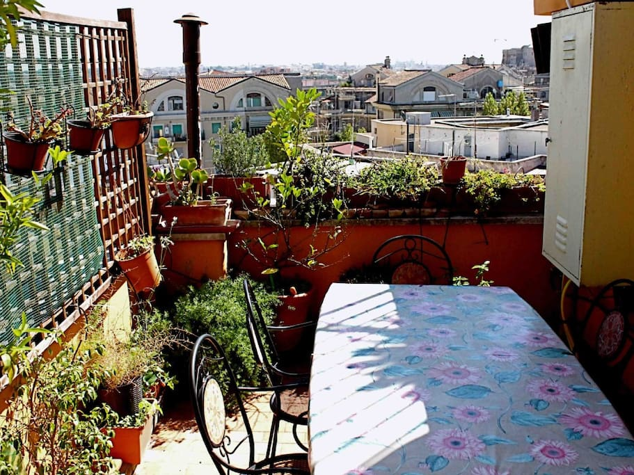 panorama con tavolo terrazza a livello