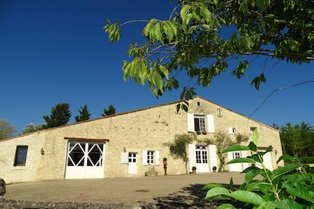 Gîte La Sellerie, dans un très bel environnement ! - Saint-Sernin - Dům