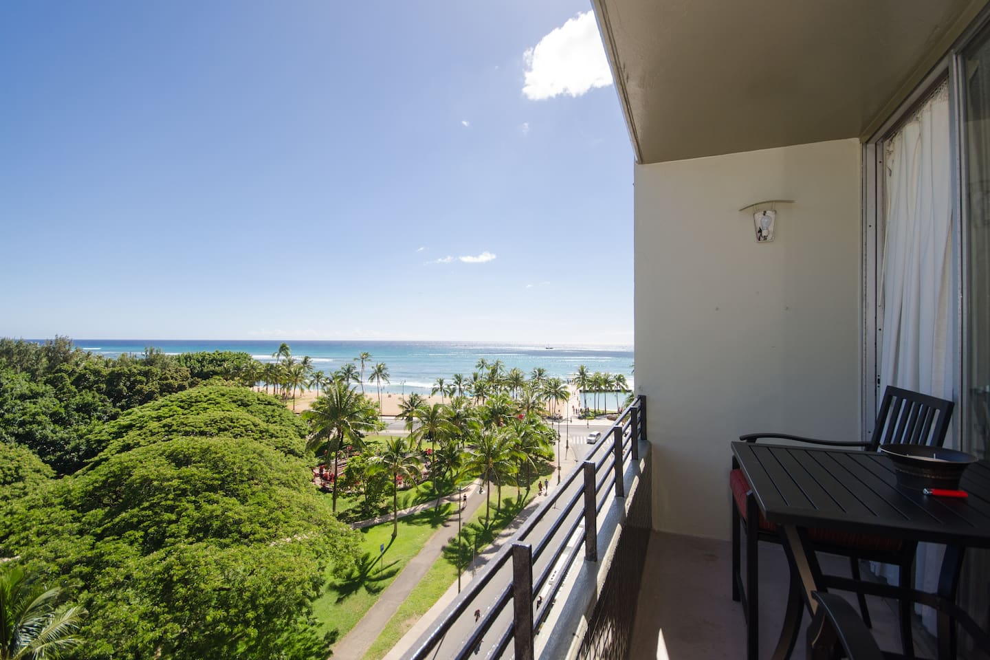 Private Lanai with gorgeous views of the beach, zoo, and Diamond Head-sunsets are unbelievable!