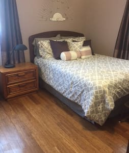 Quiet Private Room in  Crown Point Home (Indiana) - Crown Point - Huis