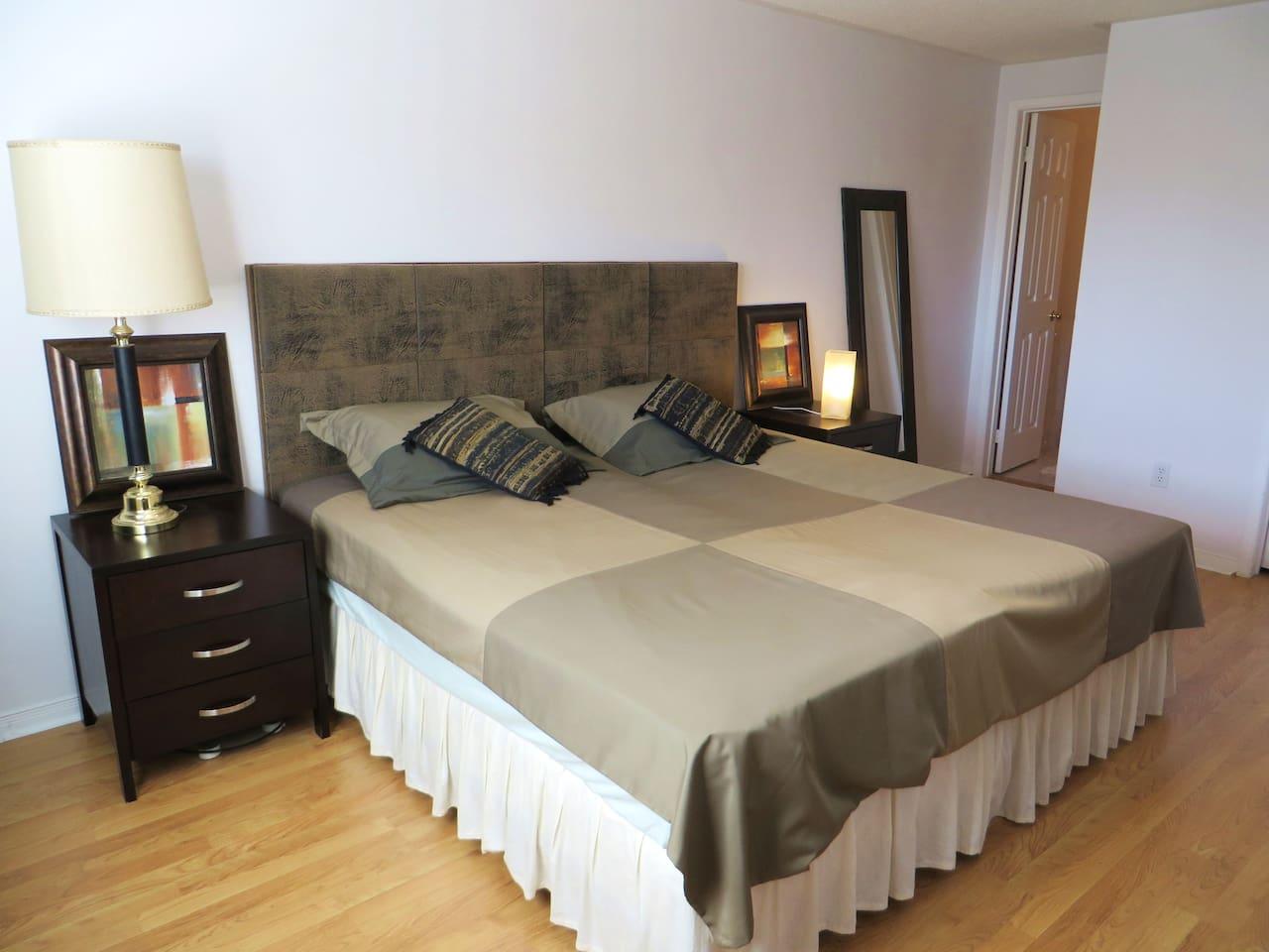 Sunny en-suite master bedroom