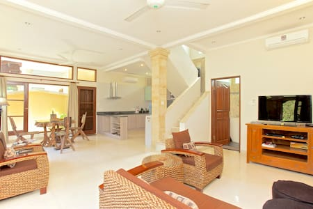 Room type: Entire home/apt Property type: Villa Accommodates: 4 Bedrooms: 2 Bathrooms: 3