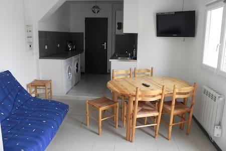 APPARTEMENT A 15 KMS DES PLAGES - Apartamento