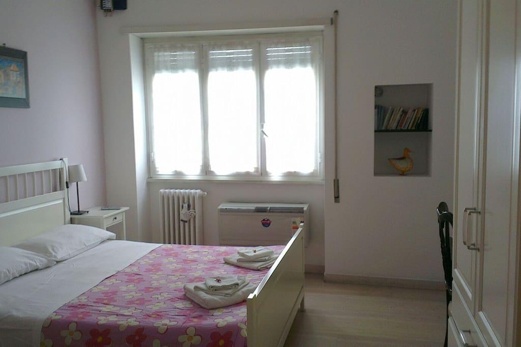 stanza lilla, doppia o tripla con letto aggiunto con bagno in camera