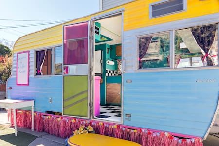 Vintage Caravan Urban Glamping!