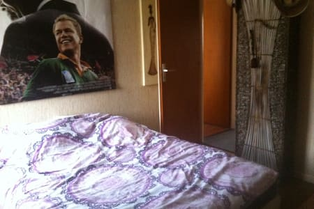 Chambre privative dans joli appartement - Casa