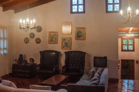 Casa-Cabaña, Hermosa, diseño, de 1 hasta 12 person - Tapalpa - Stuga