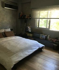 Spacious double room in the center - Rumah