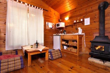 shangrila wooden cabin - Hila - Alpehytte