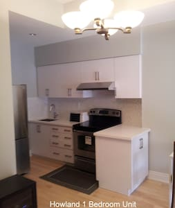 Modern 1 Bedroom in the Annex TO