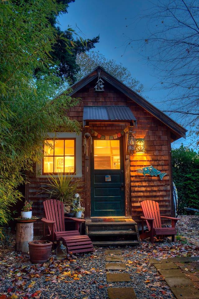 Charming private Fairhaven cottage.