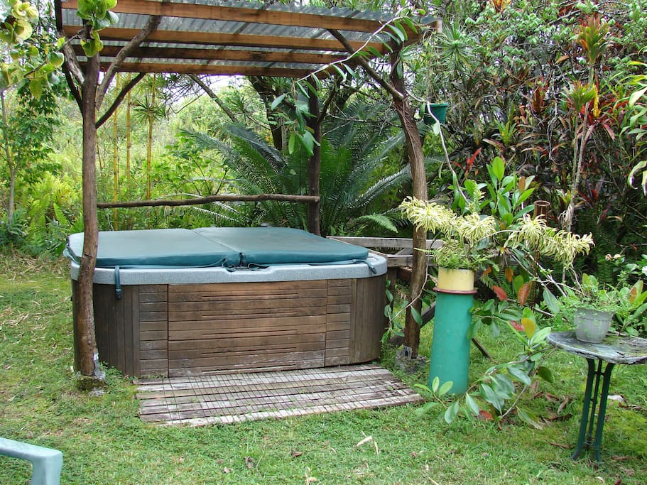 Eucalyptus yurt's PRIVATE hot tub