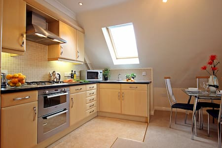 SH Fully Serviced Apartment, Free Wi-Fi, SKY - Apartment