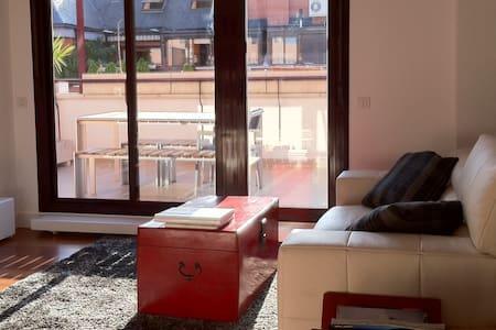 PRECIOSO Y MODERNO ÁTICO DE 2 HAB. - Apartament