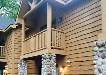 Luxury Cabin Near Starved Rock park - Hus
