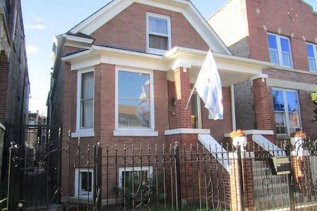 Logan Square Classic Bungalow - Chicago - House