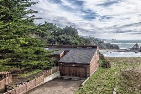 Oceanfront Home & Private Beach - Gualala - House
