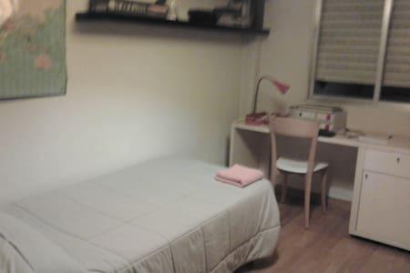 alquilo habitación independiente  - San Sebastián de los Reyes - Bed & Breakfast