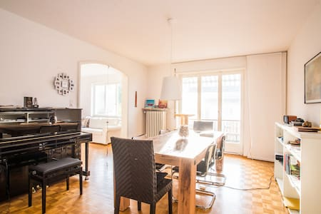 Cosy room with view of lake Zurich - Zollikerberg - Huoneisto