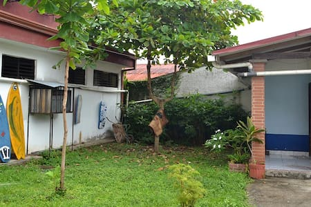 House in dowtown Jaco secure clean