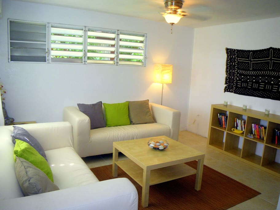Bright and airy living room w/ ceiling fans & constant breezes