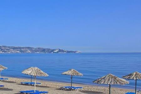 Self catering one bedroom apartments near the sea. - Gazi