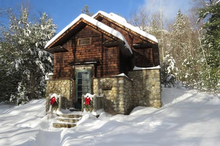 The Old Icehouse - Historic Cabin - Upper Jay - Cabana