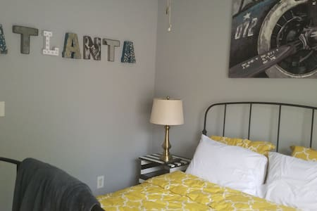 Private Room and Bath for Two in Downtown Atlanta! - Casa