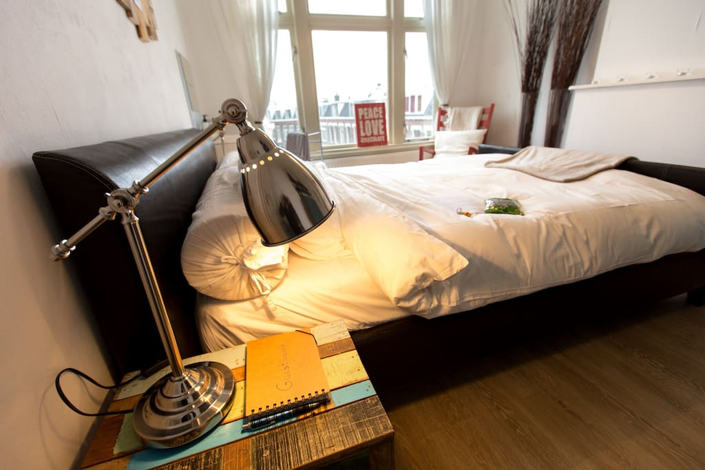 Bed is 2.20m long and 1.80m in width. It has a firm and comfortable Hästens mattress.