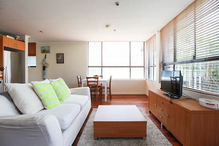 Lovely two-level house in Glebe w secure parking - Forest Lodge - Apartment