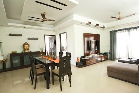 POSH FLAT WITH BREATHTAKING LAKEVIEW - Wohnung