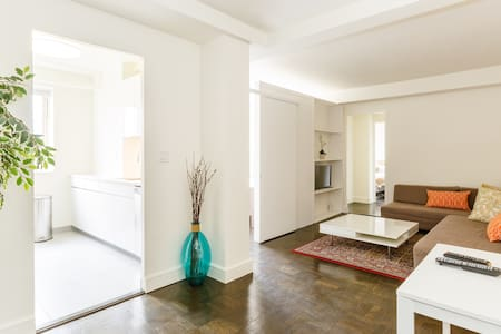 Huge, Modern, Sunny, Centrally Located Penthouse - Apartment