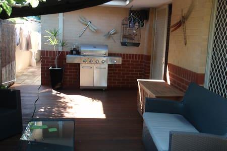 Spacious 2 BD Villa 2km from CBD - Victoria Park - Villa